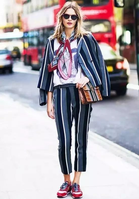 西服套装新搭配让你得体更时髦